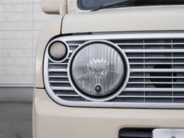 【 オートLEDヘッドライト 】オートライト機能で消し忘れなし。ハロゲンヘッドランプより明るく遠くを照射。視認性、スタイリッシュな白色光が魅力です。