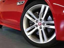 19インチ「スタイル5030」細いスポークタイプのデザインが美しい。
