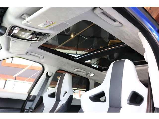 パノラミックスライディングルーフ付きで開放感溢れるドライブが楽しめます!