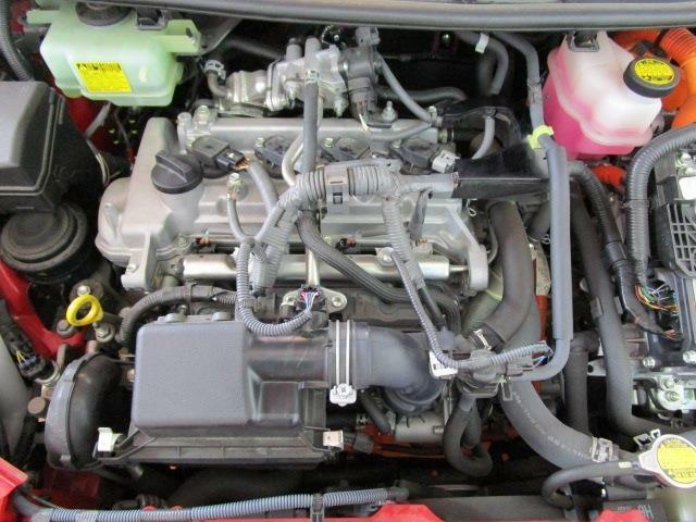 カタログ燃費35.4Km/lの低燃費ハイブリッドエンジン!