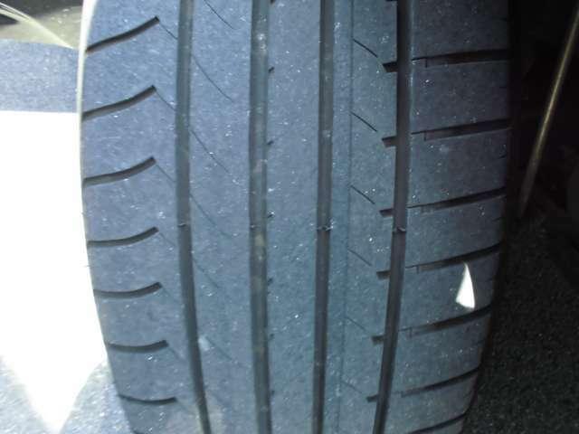 タイヤ残量4mm程あります!
