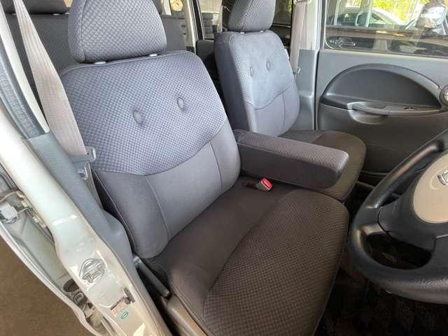 運転席のシートの写真になります。状態は良い方だと思います!車両は店舗にありますので、是非見に来てください!一般のユーザー様からダイレクトに買取しておりますので、各部動作はしっかりしております!