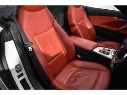 質感の高いシートヒーター付電動レッドレザーシート! 2パターン迄登録可能なメモリー機能も装備されております!
