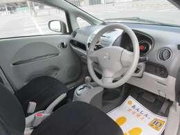 運転席は乗り降りの際に触れる部分の劣化はありますが、大きな痛みは見受けられません。