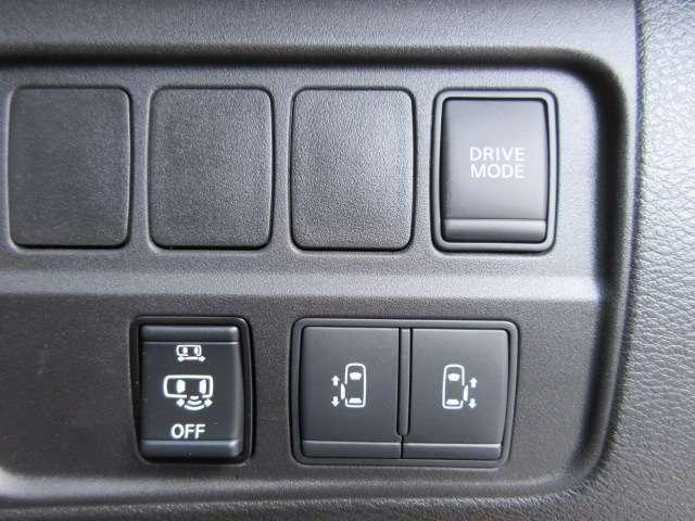ハンズフリースライドドア機能&両側パワースライドドア機能♪ドライブモード切替♪ 運転席手元にスイッチがついており、操作性もよく人気の装備です♪