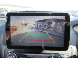 社外9型SDナビ付き♪ 大画面のガイド線付バックカメラで駐車も安心ですね♪ 広角のカメラで、死角も少なく、より安心して駐車ができますね♪