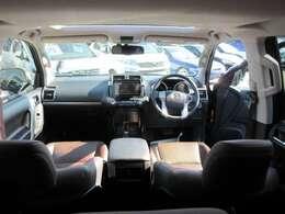 専用インテリア&専用ブラウン本革シート&サンルーフ付き♪ 車内も明るくなり、開放感のあるインテリアとなります♪ とても綺麗なコンディションが保たれており、言うことなしの仕上がりです♪