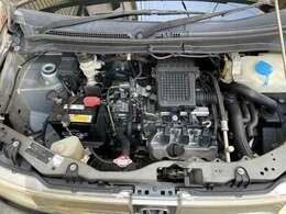 エンジンの写真です。タイベル交換済、オイル交換済、エレメント交換済、ファンベルトOK,クーラーベルトOKです。
