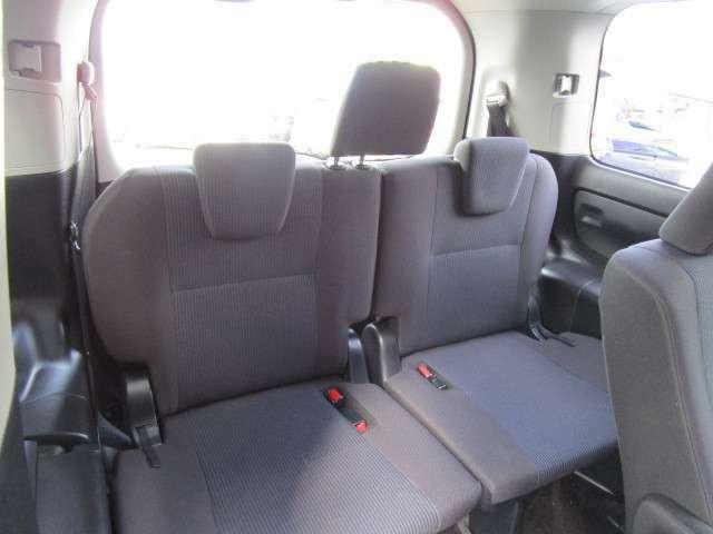 5ナンバーサイズのヴォクシーですがサードシートまで快適にお乗りいただける広さ!