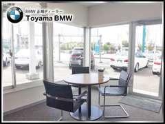 展示場でお車を見て頂いた後はごゆっくりお寛ぎ下さい。BMW専門スタッフが丁寧にご提案いたします。