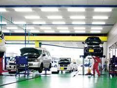 常に清潔な状態に保たれている整備工場です。お客様の愛車は中田モータースにお任せください