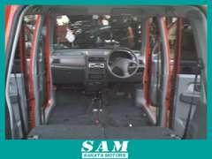 納車前のルームクリーニングの様子ですヽ(^o^)丿シートを全て外してキレイにお掃除中(^_^)/~当社での展示中は入庫時のままです。