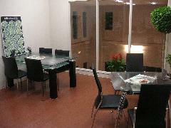 2階商談スペースです。室内展示場を見下ろしてお話できます。