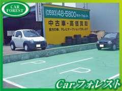 お客様駐車場を完備しております。ごゆっくりと展示車をご覧ください。