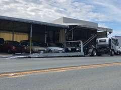 低床車に対応可能な積載車で、全国へ納車対応しております。弊社担当者が納車へは対応しておりますので、ご安心ください。