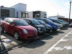 弊社では、各輸入車ディーラー様の買取査定をさせていただいております。在庫車は履歴のしっかりした車の取扱を心がけています。
