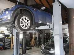欧州車全般の整備も承ります。自社整備工場を室内に設置しておりますのであらゆる作業に対応いたします。お気軽にお立ち寄りを!