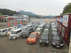店舗にはお車がギッシリ50台以上ございます!!一緒にお気に入りの一台を見つけましょう!!