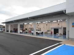 【サービス工場】お車の整備は、もちろん当社で。