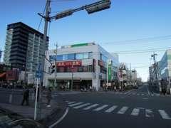 春日部及び栃木方面からのお客様 ロジャース 及びラーメンよしなり家過ぎて一つ目の信号右折です