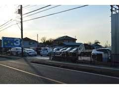 当店は4号バイパス沿い 東京方面からですと左側 春日部及び栃木方面からですと右側になります