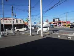 谷中町2丁目の信号目印にお曲がりください!
