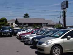 オフィスアズは優良中古車を常時30台以上展示中!!