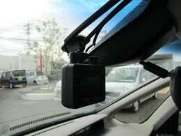 フロントにドライブレコーダーを装備しています。もしもの時の備えです。