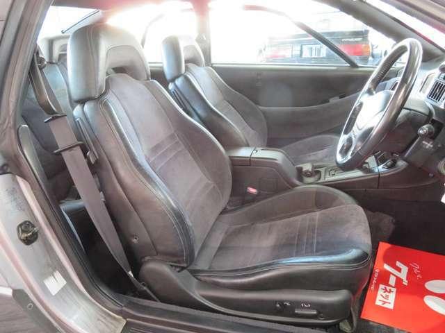 ハーフレザーシート。運転席パワーシート付きです。