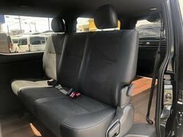 セカンドシートは大人3人乗車しても広々座っていただけます!