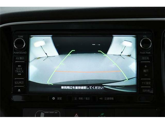 初めてのお車でも安心のバックカメラ付きです☆ナビ画面に後方の映像が映し出されます!