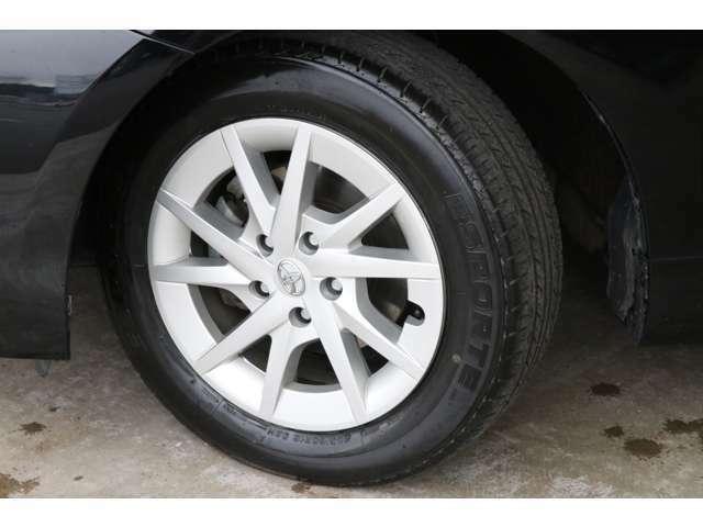 純正16インチアルミホイール。タイヤの溝もまだあります!