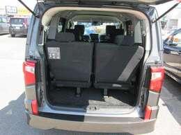トランク開口部も比較的広く荷物も載せやすくなってますよ。