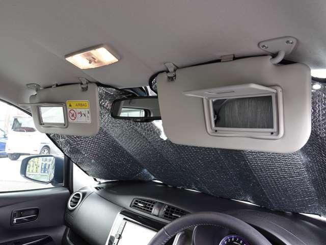 運転席・助手席バニティミラー パッと出せてサッと仕舞える便利さ。 どんな時にも身嗜み~♪
