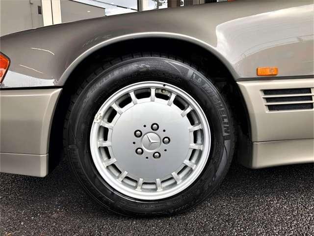 純正アルミホイル!タイヤサイズ225/55/16 となっています。