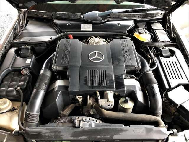 エンジンはV型8気筒DOHC!