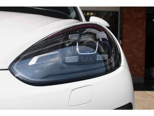 ポルシェダイナミックライトシステム(PDLS)装着車両