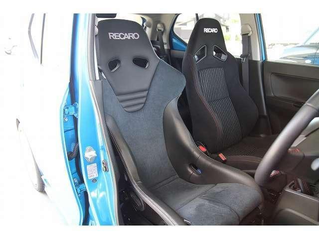 レカロRS-G CLを装着。SWKローポジションアダプタで取付しております。レザー×アルカンターラで質感の高いシートです。