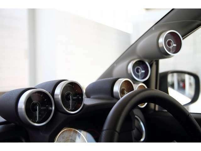 Defiの6連メーター。油圧・油温・水温・ブースト・排気温・燃圧計になります。