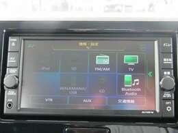 【オーディオ】CD再生、ラジオやTVも視聴可能。Bluetoothオーディオも対応でスマートフォンからお気に入りの音楽を車内で楽しめます。
