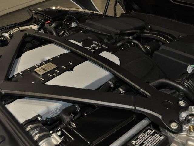 5.2L V型12気筒ツインターボエンジンは725馬力を発揮するハイパワーエンジンです!