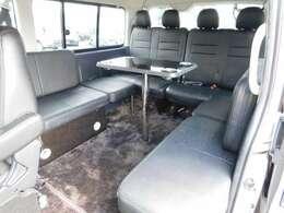 横座りシートを含めて10人乗車が可能です!