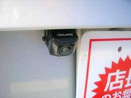 バックカメラ付きで狭い駐車場での駐車も楽々で安心ですね♪