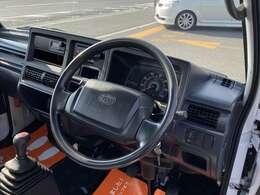 今回紹介させていただく車両は、H23サンバートラックです。グレードはTBです。
