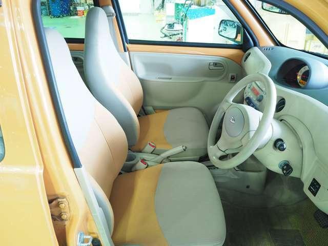 シンプルで乗りやすい運転席、助手席シート!!