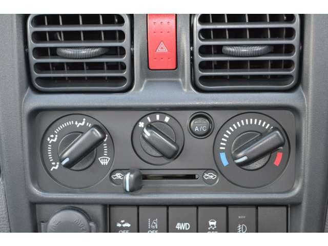 シンプルな操作で使いやすいマニュアルエアコンです。