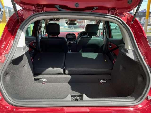 両方のリアシートを畳めば、大きな荷物でも積載可能。