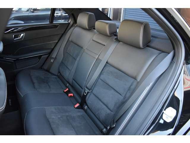 セカンドシートも広々です。大人が余裕を持って乗車できます。