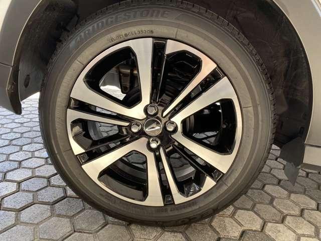 タイヤサイズは195/60R17です!スタッドレスタイヤも販売しております。お気軽にスタッフまでお問合せ下さい