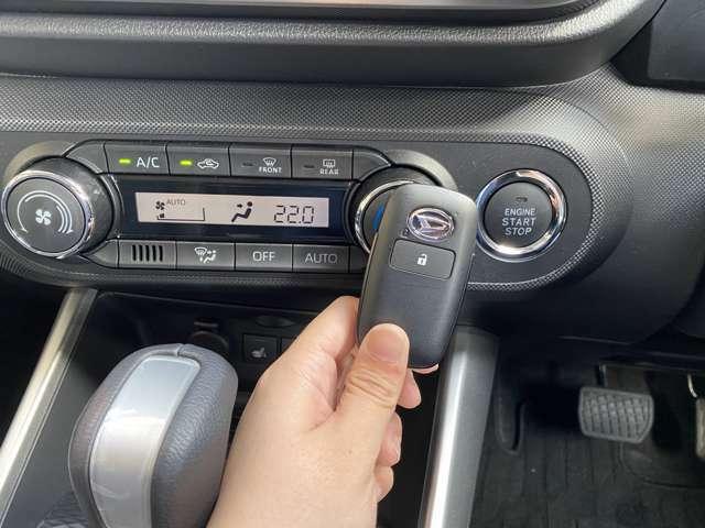 【スマートキー&プッシュスタート】鍵さえ持っていれば、ドアの開閉からエンジン始動までカバンから鍵を出す必要がありません!